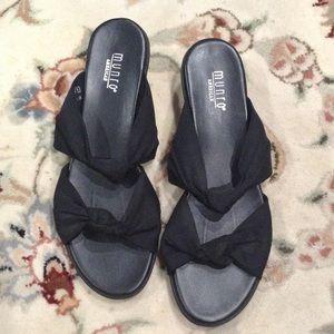 🌺 Munro America sandals